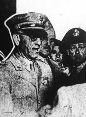 Weerns tábornok átadja az aranyat a magyar hatóságoknak