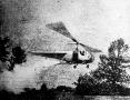 Helikopter a mezőgazdaság szolgálatában: végtelen vetésterületeket tudnak bepermetezni.