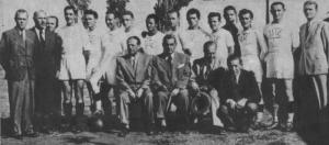 Az Újpest bajnokcsapata 1946-ban - Balogh I., Takács Géza (edző),Laborcz, Szusz, Zsengellér, Várnai, Suhai, Balogh II., Nyers, Sárdi, Tóth Gy.,Kirádi, Szűcs, Tamás.jpg
