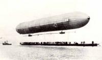 A Zeppelin a tó fölött