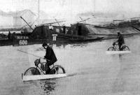 Vizen járó kerékpár a Dunán