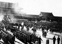 A császári palotában a megszálló csapatok