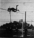 Kauser Jakab a M.A.C. junius 15-iki versenyén 3 m 36 cm. ugrással új magyar rúdugrási rekordot teremt
