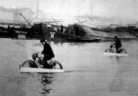 A vizen járó kerékpár a Dunán