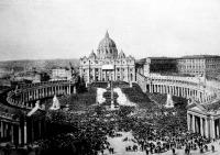 A pápa áldást oszt a Szt. Péter téren