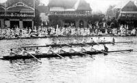 A Pannonia Evezős Klub csapata (a belső pályán) Londonban 1908-ban