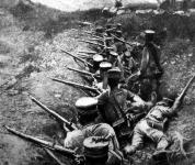 Japán katonák a lövészárokban