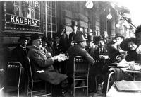 Újságolvasók a kávéházban