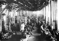 Gépgyári munkások