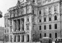 Az egyetem központi épülete
