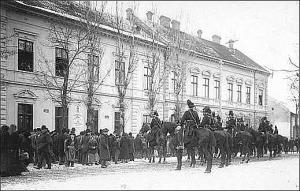 Csendőrök az Úri utcai posta előtt