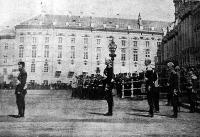 Szentpétervári képek- A czár és kisérete egy katonai ünnepségen