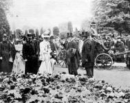 József főherceg és Auguszta főhercegnő a virágkiállitáson