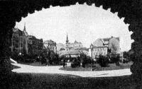 A Döbrentei-tér az Erzsébet-hid oszlopa alól nézve