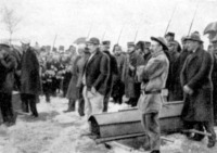 A francia kormány koszorúja sz elhúnyt bányászok sírján
