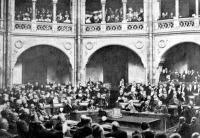A képviselőház ülésterme május 11- én