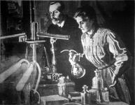 Curie asszony, a Sorbonne uj előadó-professzora, a laboratoriumban kisérletet végez a rádiummal. A kép még abból az időből való, amikor férjével együtt munkálkodott