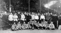 A BTC csapata a Casuals együttesével 1905-ben