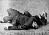 Re-Nié franczia athléta a japán dzsiu-dzsiczu módszerrel legyőzi ellenfelét, Duboist