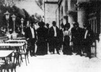 Wekerle miniszterelnök és Szterényi államtitkár Kossuth Ferencznél Pöstyénben