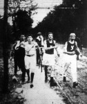 Gyaloglóbajnokok egy gyaloglóversenyen