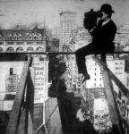 Egy newyorki fényképész 18 emeletnyi magasságból a város látképéről készit felvételt. Készült a Tolnai Világlapja részére - utánnyomás tilos