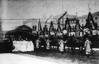 Nász a német császári házban. Vilmos Ágost porosz királyi herceg esküvője. Képünk a lakodalmas menetet ábrázolja