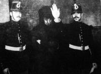 Steinhelnét a börtönből a vizsgálóbíróhoz kisérik