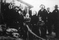 A Podgorzeban felrobbant raktár sebesültjeinek egy csoportját mutatja képünk