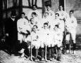 A Wiener Consular Akademie hockey-csapata és Muzsa Gyula a M.A.C. háznagya