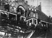 A hidpályán két, Charlottenburg felé robogó vonat hibás jelzés folytán a váltónál összeütközött