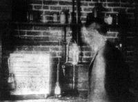 Szivarszivó gép, a mely kipróbálja a különböző szivarok minőségét