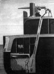 Egy hadihajó átmetszete, a mint a gyorstüzelő ágyuhoz a lövegeket a raktárból felszállitják a fedélzetre