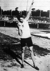 Mudin Imre (MAC.), aki a Magyar Atlétikai Szövetség bajnoki viadalán Magyarország ez idei súlydobó bajnoka lett
