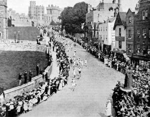 A londoni olimpiászról. A marathoni futók indulása Windsorból
