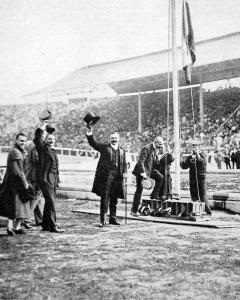 A magyar lobogó felvonása a stadionban a világbajnokság kivívása alkalmából