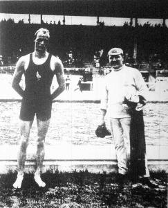 C. M. Danies a 100 m.-es döntő után, melyet Halmay Zoltán ellen világrekord alatt nyert meg