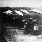 Katonák lőgyakorlata-ernyők alatt