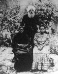 Neufeld károly, a ki 12 évig volt fogoly nemeslelkű feleségével és leányukkal