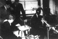 Az amerikai Princeton-egyetem hallgatói drót nélküli táviró utján vágigjátszottak egy parti - sakkot