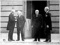 """A """"négy nagy"""": LloydGeorge angol, Orlando olasz, Clemenceau francia miniszterelnök és Woodrow Wilson amerikai elnök. Ők szabták meg a békefeltételeket Trianonban."""