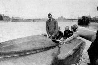 Korvin főhadnagy motorcsónakjának bemutatása Budapesten.