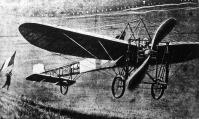 Bleriot Lajos francia aviatikus gépével angol területen le akar szállni