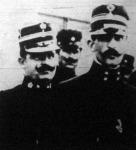 Tipaldosz (balra)