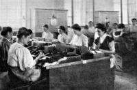 Dolgozó nők a lágymányosi szivargyárban