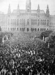 A drágaság elleni tüntetés Bécsben - népgyűlés a városháza előtt