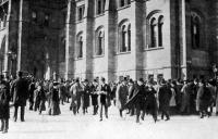 Képviselők távozása az ülésről