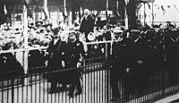 Az angol király a tengerészeti hadgyakorlatokról jövet Weymouthban partra szállt