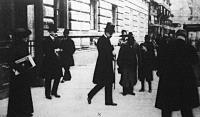 Manuel exkirály távozik a Bristol szállóból