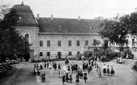 Az aszódi leánynevelő intézet (az intézet épületének balszárnya és udvara)